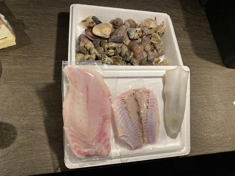 季節の貝類と愛媛県産地魚(真鯛含む)の詰め合わせ